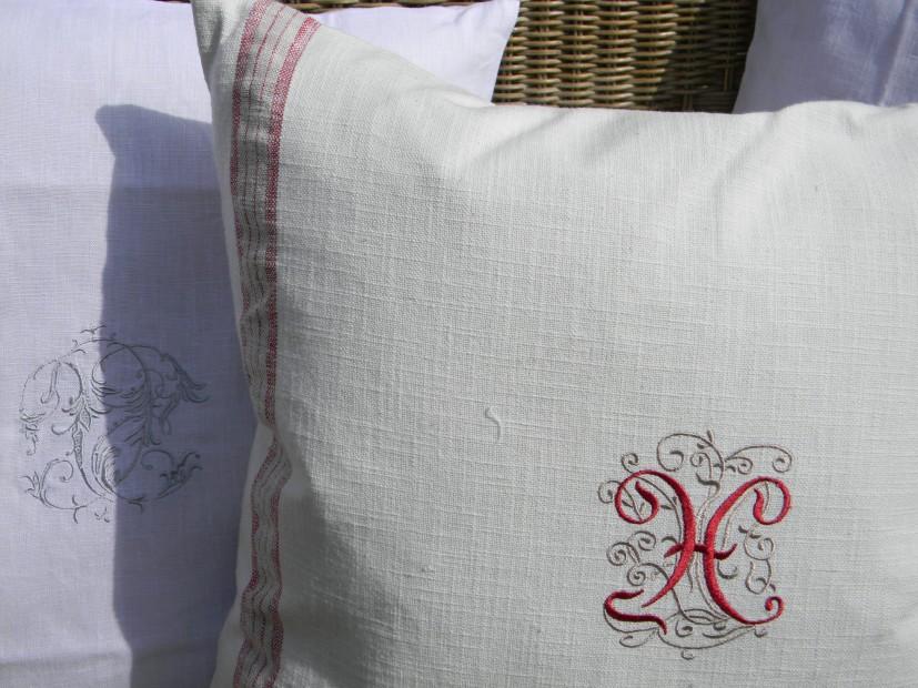 Cuscino in Lino 100% con stemma  45x45 cm